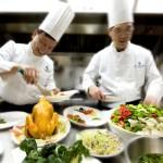 Kuharski mojster v moderni kuhinji