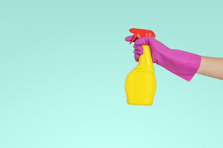 Kakovostno čiščenje steklenih površin za dolgoročne vrhunske rezultate